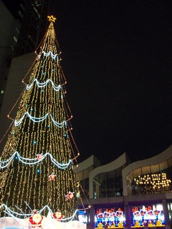 高さ27メートルのツリー