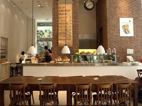 40席を設けるザ・北浜プラザ1階のエルマーズグリーンカフェ