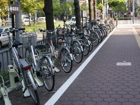 大阪駅前第3ビル東側、御堂筋沿いの駐輪場