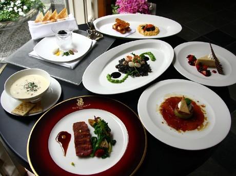 各国の代表料理をコース仕立てで提供する「リッツ・カールトン ワールドメニュー」