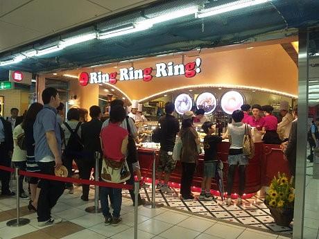 焼きドーナツ専門店「Ring Ring Ring!」オープン初日の様子