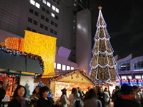 新梅田シティで開催中の、ツリーの点灯とドイツ・クリスマスマーケット