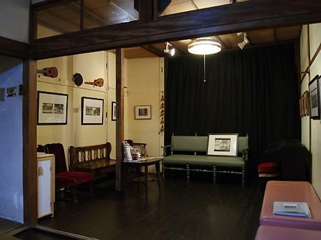 アンソリットギャルリー&カフェバー「フレイムハウス」2階で開催中の「松本智子 銅版画展:unexpected pathos VI~今は亡きお父ちゃんへ~」