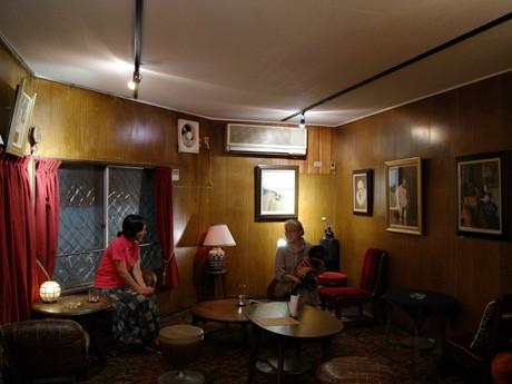画廊喫茶「フレイムハウス」店内の様子