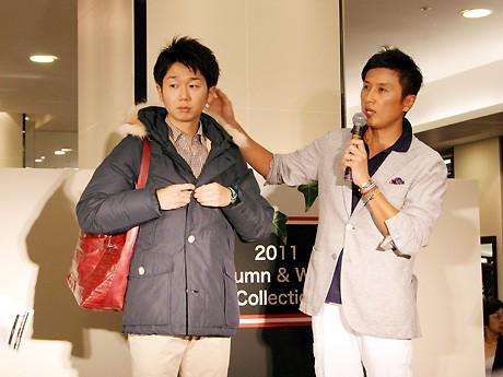 「メンズクラブ」戸賀敬城編集長(写真右)によるファッション指南トークショー