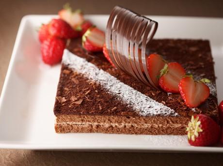 パティシエ・窪田秀樹さん監修の同イベント限定チョコレートケーキイメージ