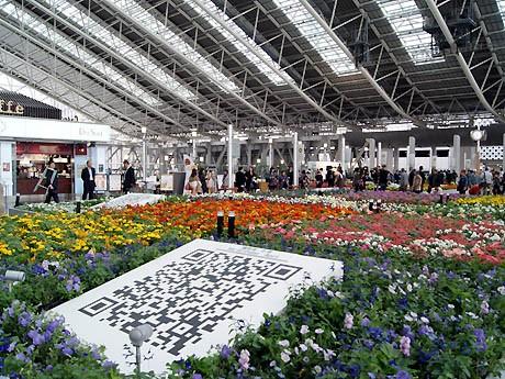 大阪ステーションシティ「時空の広場」で「フラワーアートミュージアム2012」が始まった