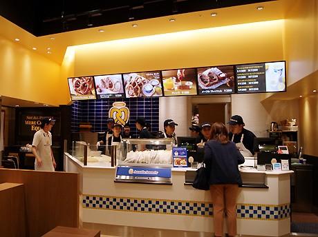大阪に初出店したソフトプレッツェル専門店「アンティ・アンズ」