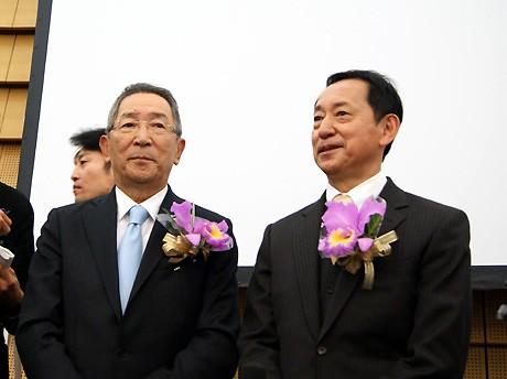 発表会に出席したナレッジキャピタル・宮原秀夫代表理事(左)と日本科学未来館の毛利衛館長