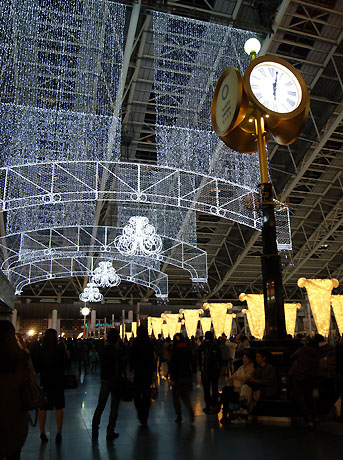 大阪ステーションシティ5階「時空(とき)の広場」