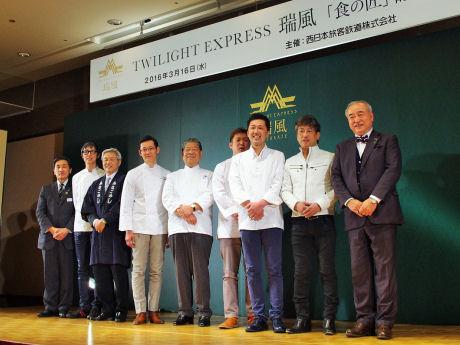 門上武司さん(右端)と料理を監修する7人