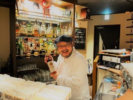 「遊びに来る感覚で来店して」と店主の岩田さん