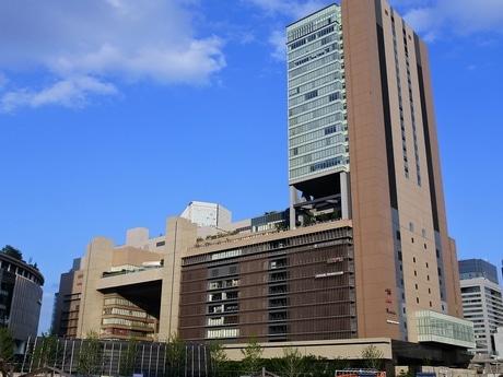 JR大阪駅と一体のルクア大阪