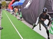 梅田で野球イベント「MLBロードショー」 イチロー選手と疑似盗塁競争も