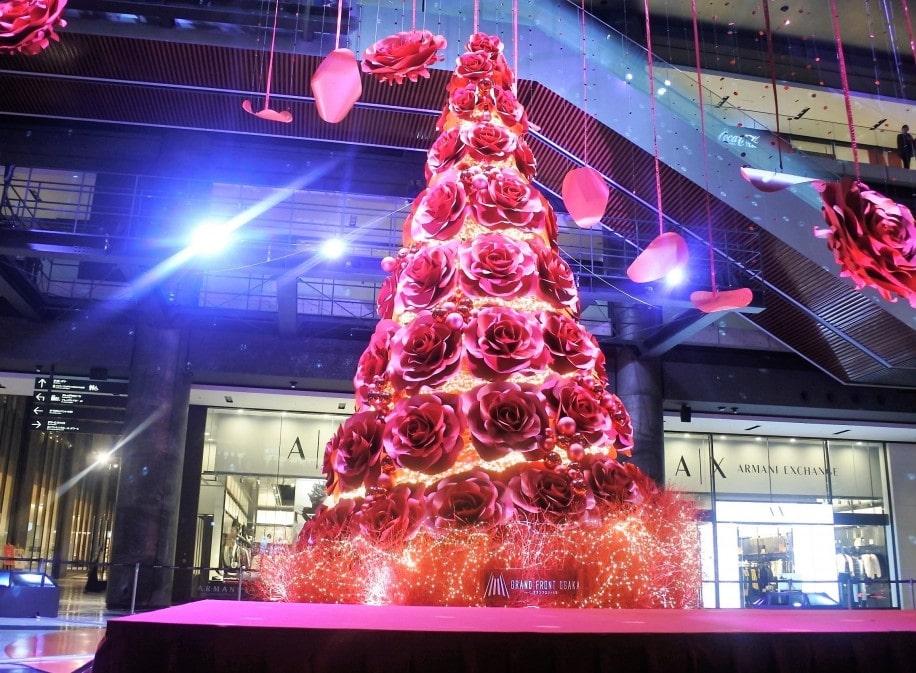 グランフロント大阪のクリスマスツリーが点灯した