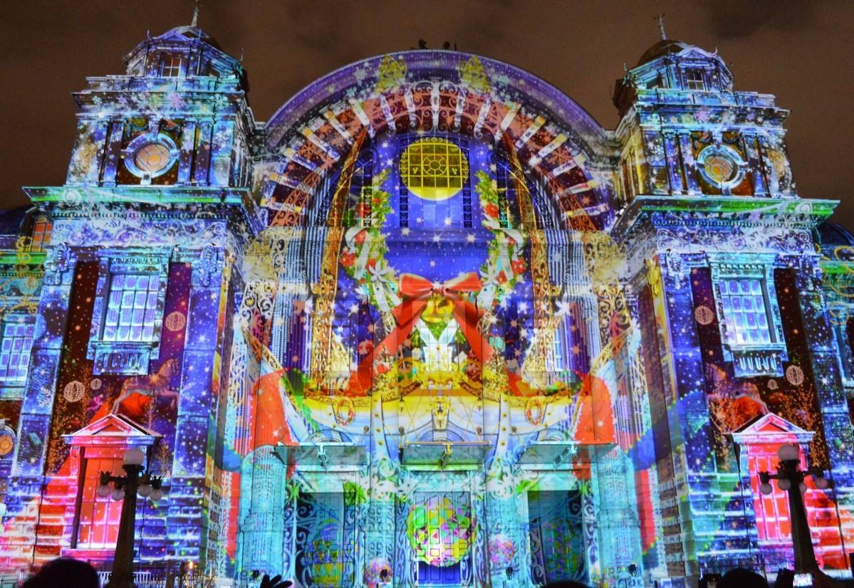 毎年人気のウォールタペストリー、今年は中央公会堂で