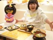 梅田で吉本新喜劇の酒井藍さんとぐでたまのコラボカフェ 「体形に共通点」