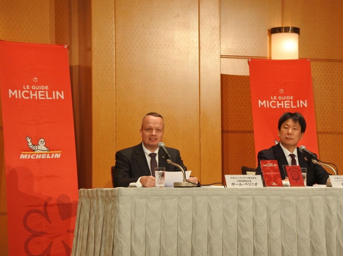 (左から)ポール・ペリニオ社長、ミシュランガイド事業部事業開発担当部長の伊東孝泰さん