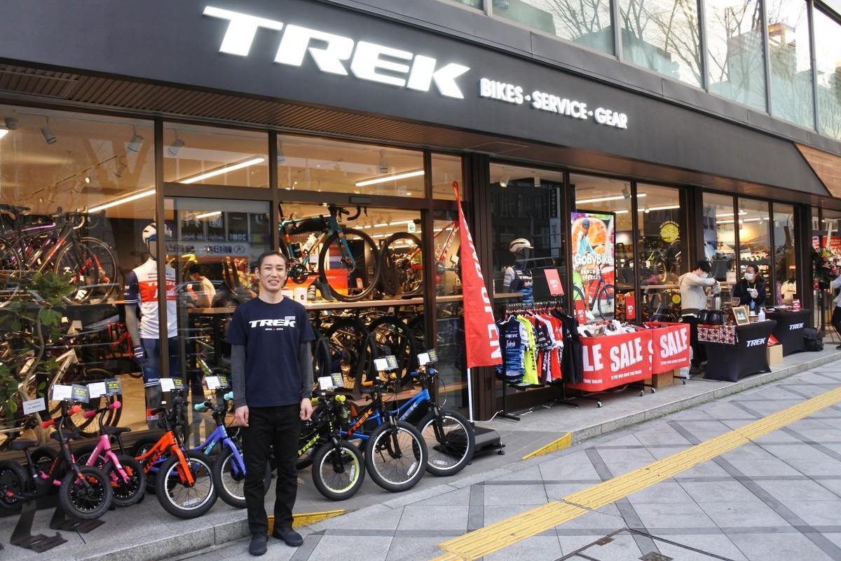 オープンした「TREK Bicycle 大阪梅田店」と東店長