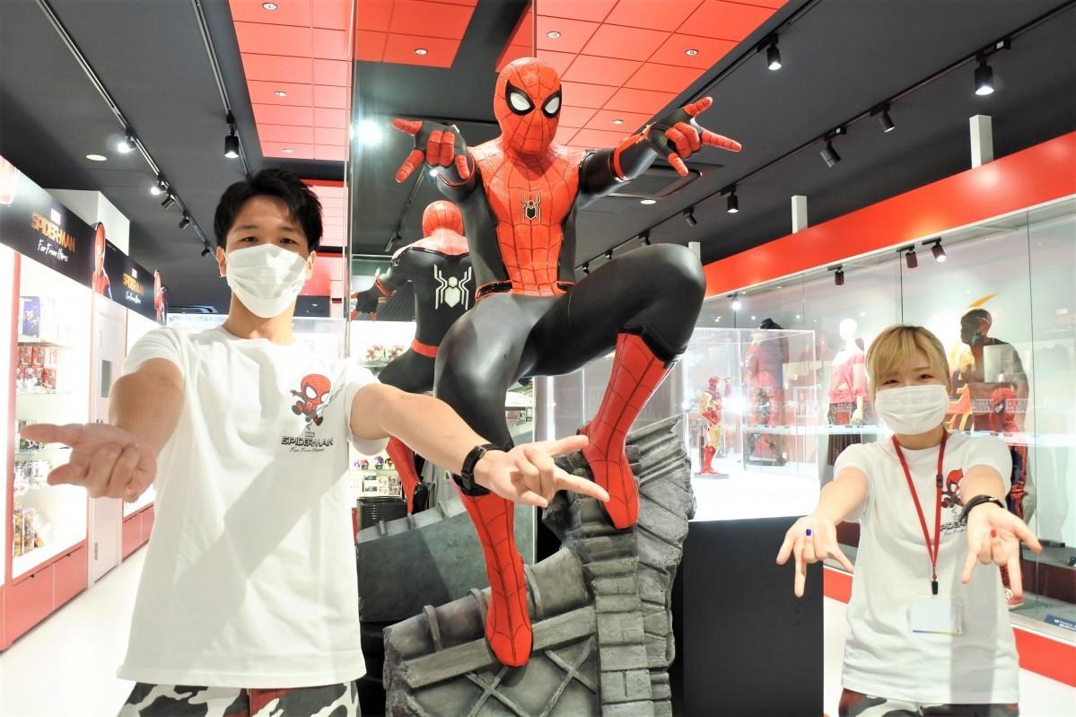 映画「スパイダーマン:ファー・フロム・ホーム」の等身大フィギュアと撮影できる