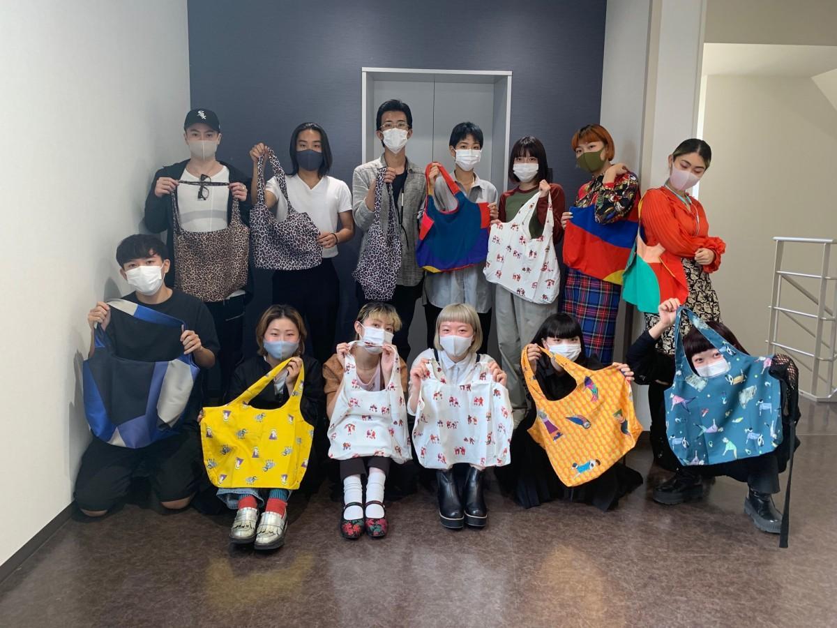 大阪文化服装学院が残布で制作したマスクやエコバックを販売