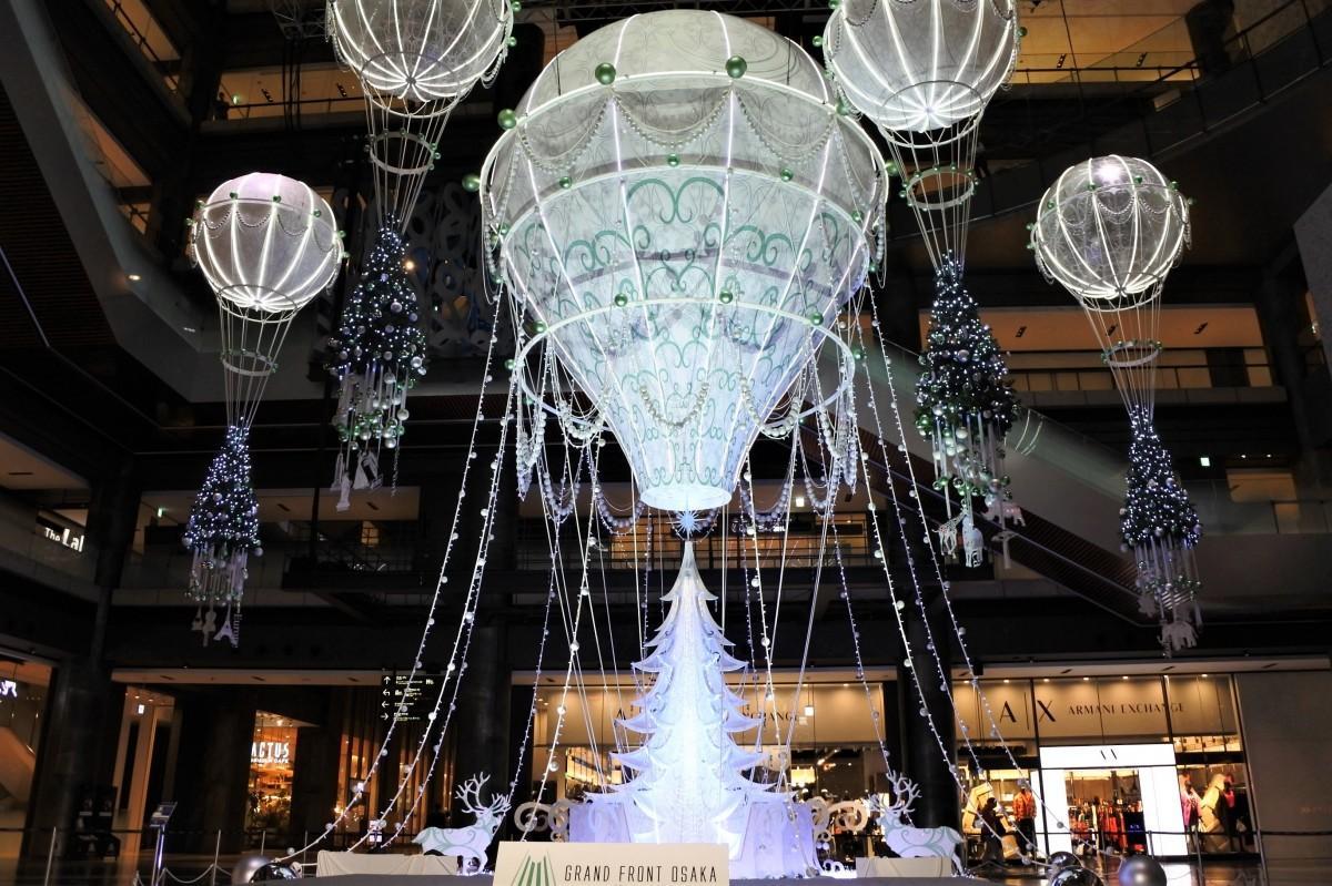 気球をモチーフにした「Winter Voyage Tree」