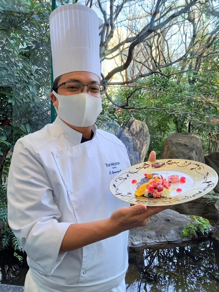 「デザートコース~Flower Gift~」を考案したシェフパティシエの山口慎吾さん