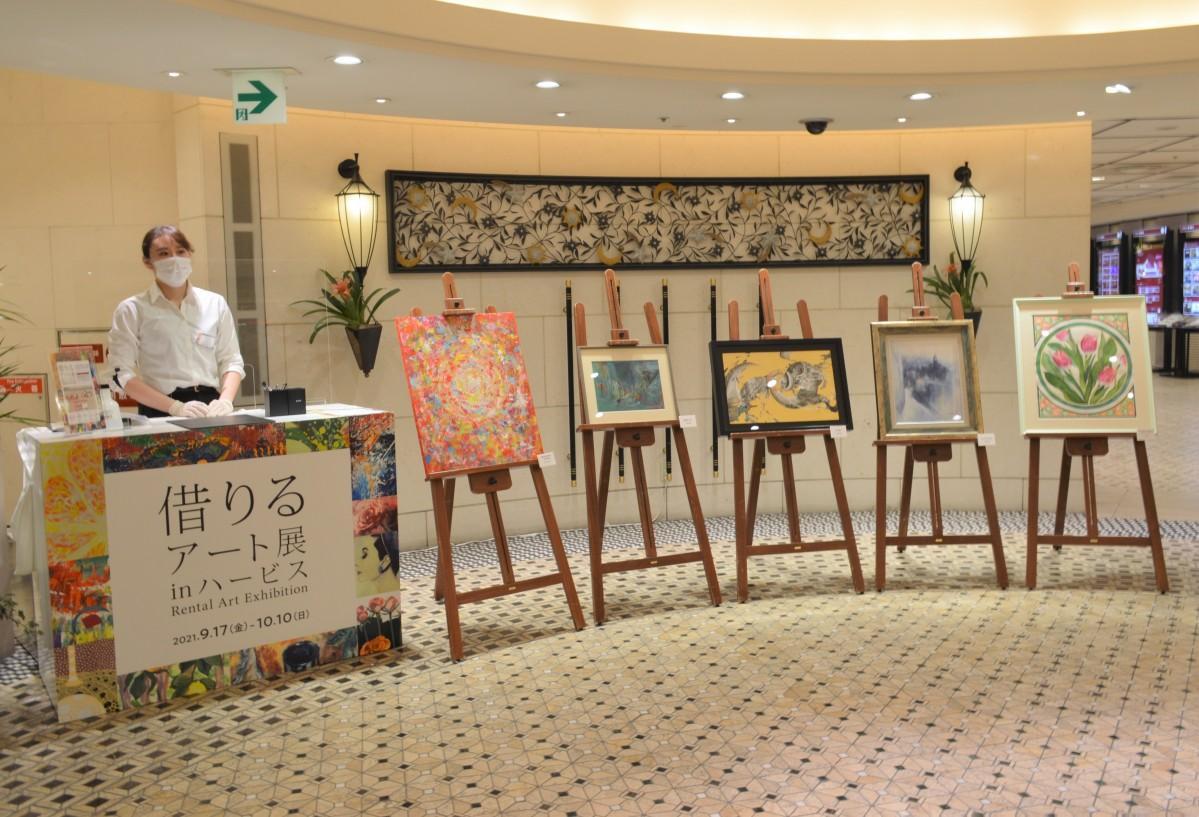 展示作品を無料でレンタルできる展覧会「借りるアート展」
