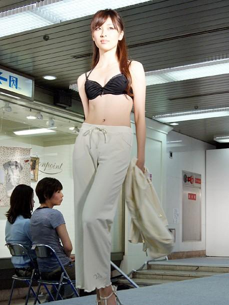 2010年JSAキャンペーンガール山田美菜子さん - 梅田経済新聞