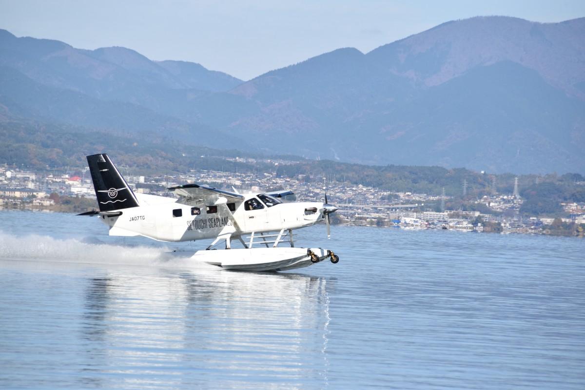 琵琶湖から離水する水上飛行機