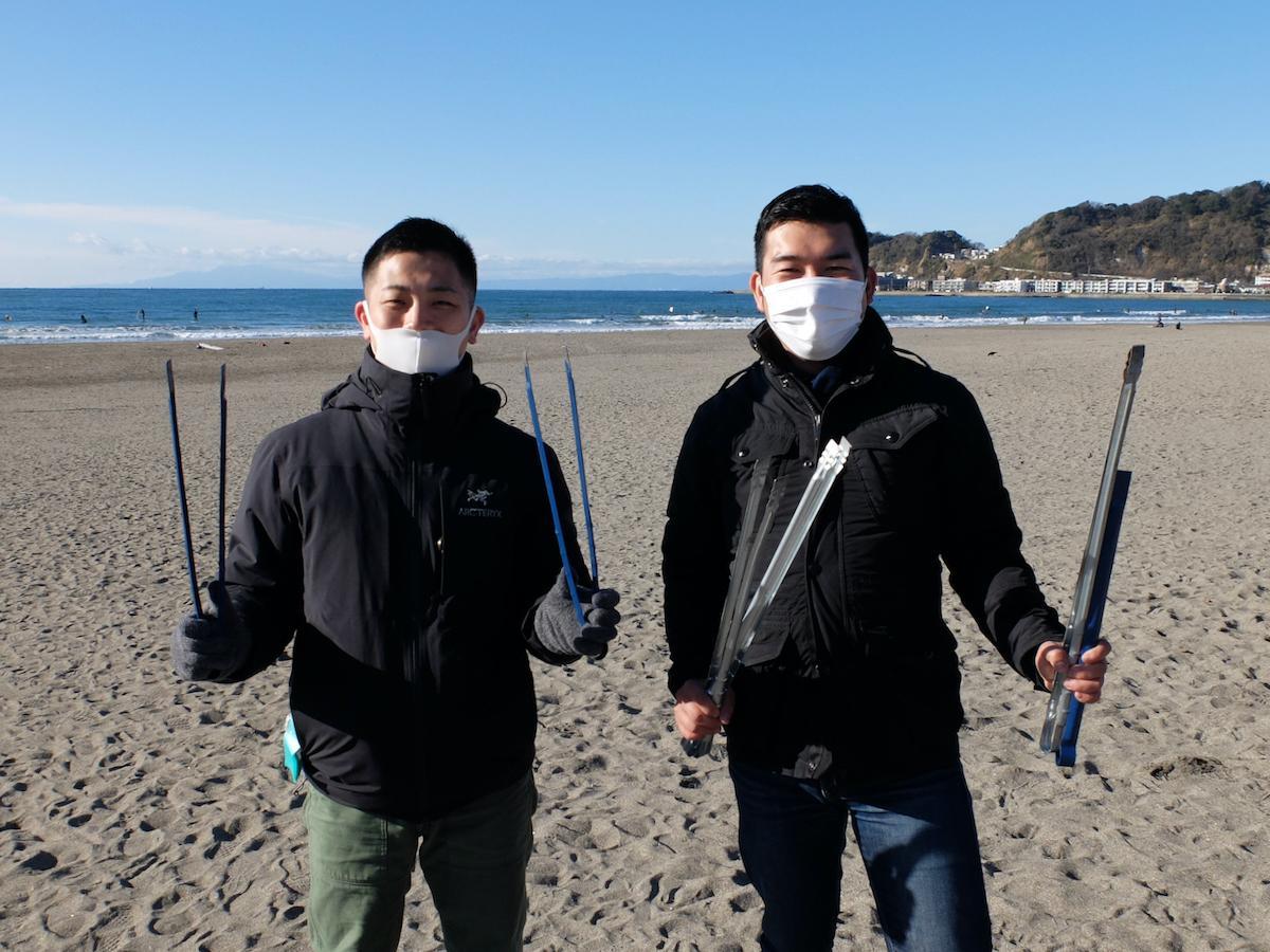 1年前に出会い、まち歩きを企画した平成生まれの永尾さん(左)と上岡さん