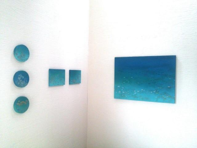 東浦和のギャラリーペピンで9月20日より行われる「須惠朋子展」海を思わせる深いブルーが特徴