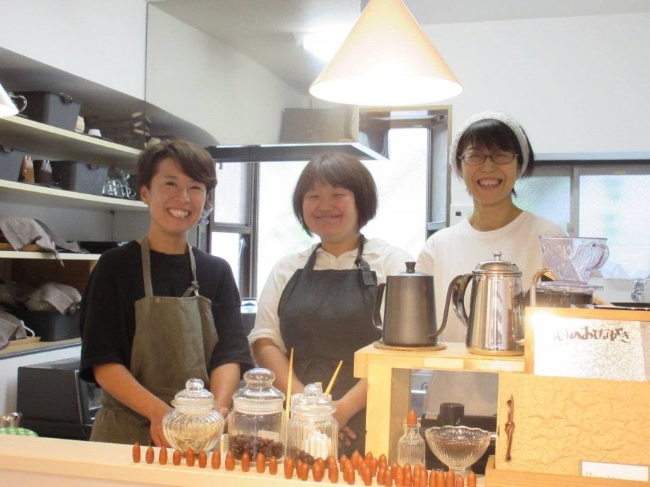 支援員や製菓衛生師の資格を持つ「ひとつながるカフェ」のスタッフ