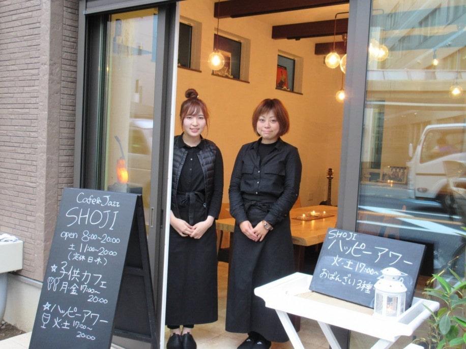 「カフェ&ジャズSHOJI」の優さん(左)と瞳さん(右)