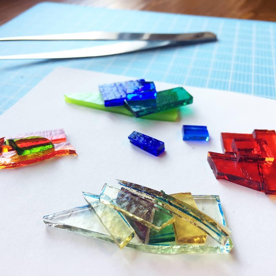 南区でガラスを使ったワークショップ、アクセサリーなどを作る