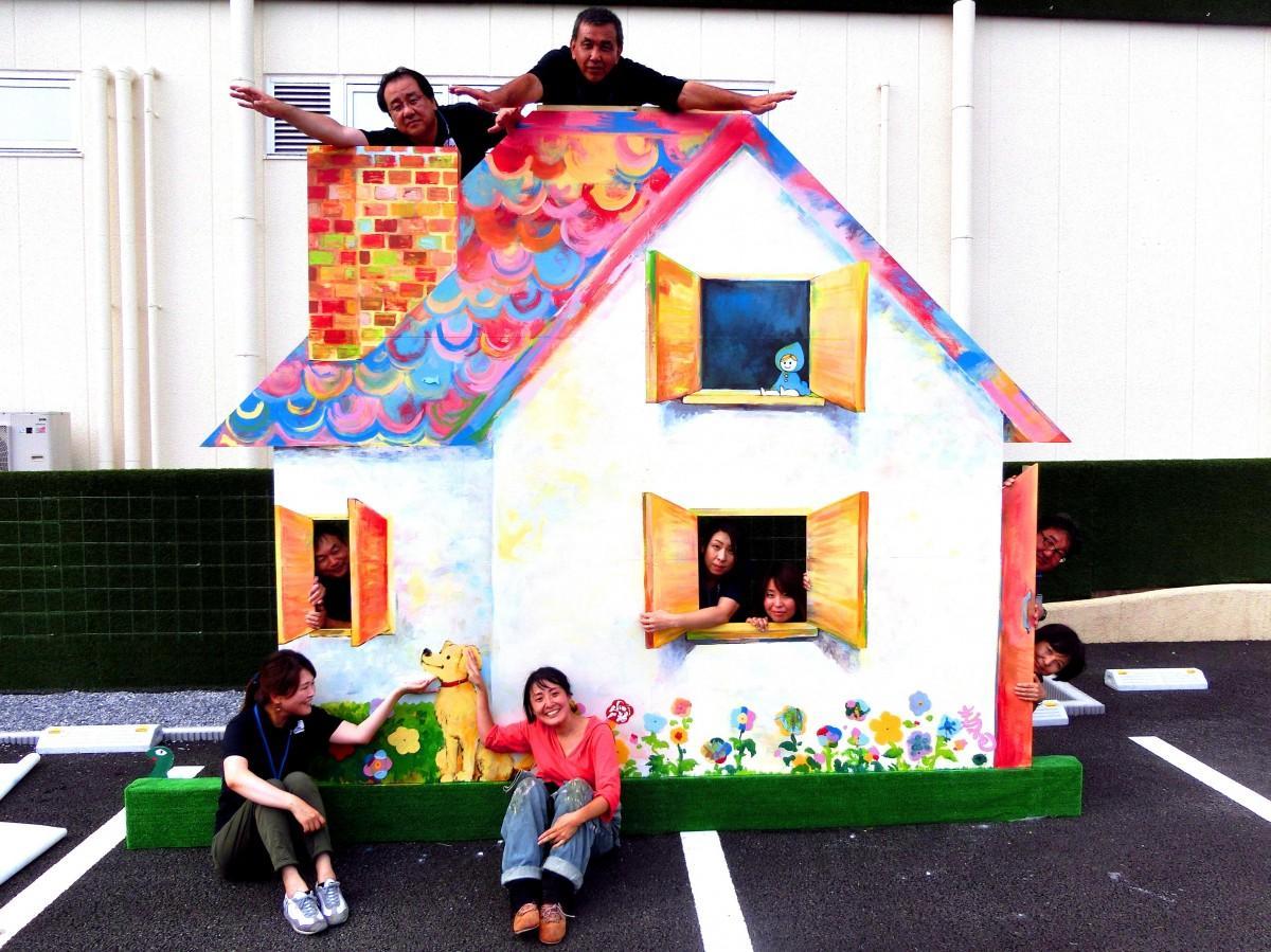 寿の色さん(写真中央)と藤島建設の皆さん
