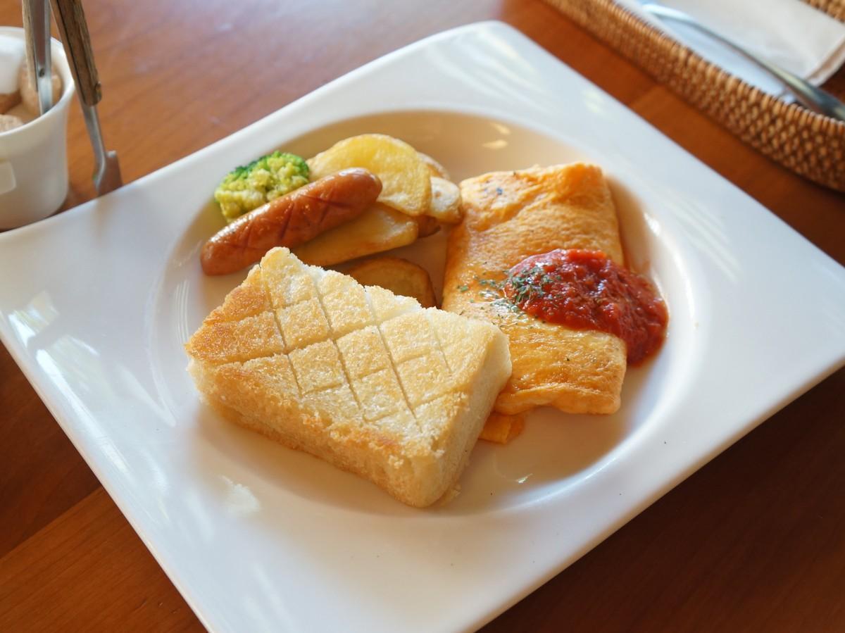 モーニングの人気メニュー「天然酵母トースト&チーズオムレツ」