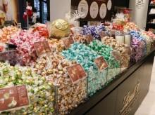 浦和に「リンツ ショコラ ブティック」県内初 量り売りやXマス仕様チョコも