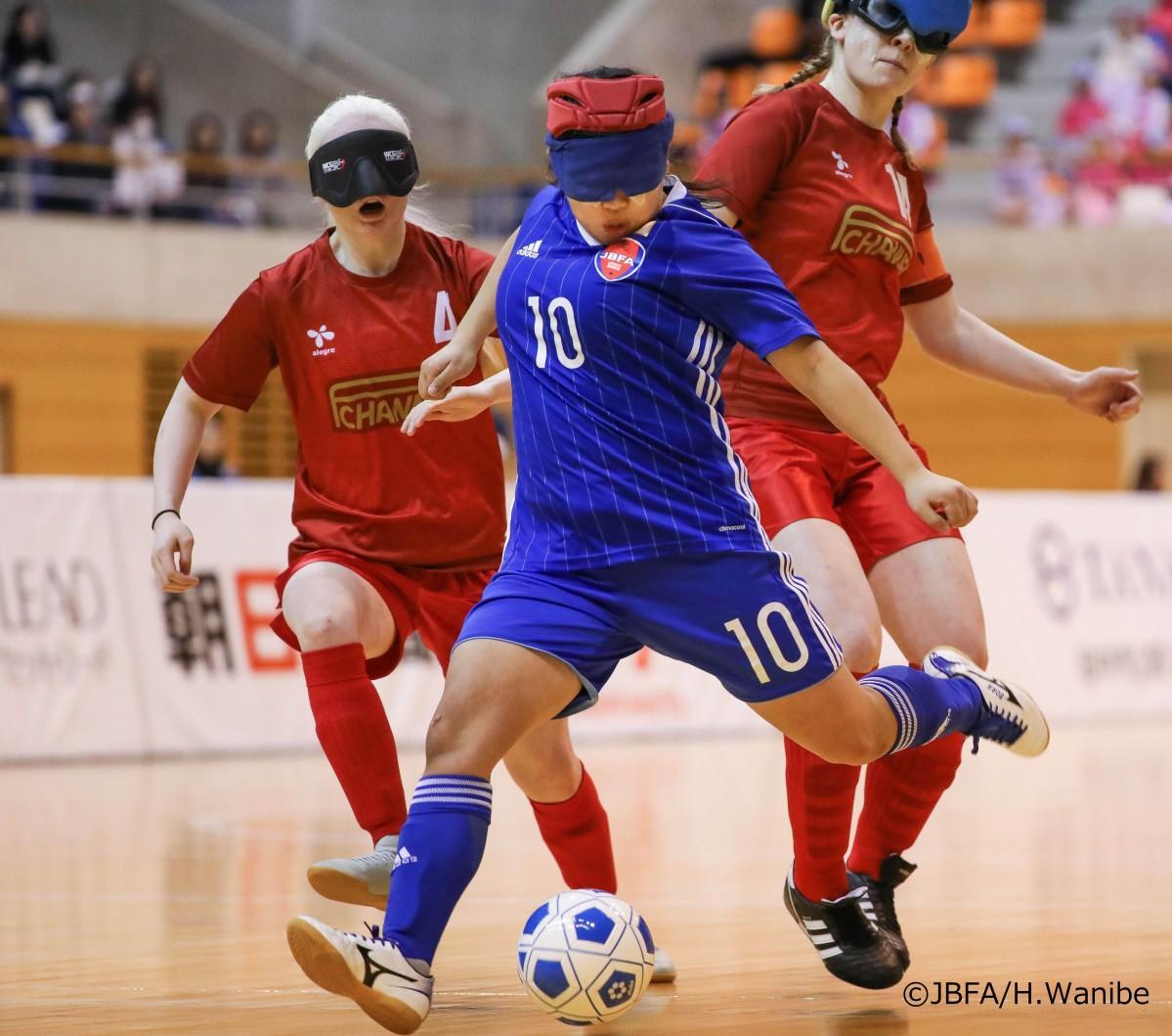ブラインドサッカーの試合の様子(日本ブラインドサッカー協会提供)