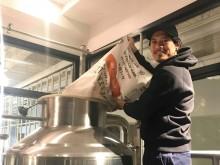 浦和のビアバーでオリジナルビール開栓 元レッズ鈴木啓太さんら4人が醸造