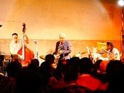 宇都宮の酒造店で地元出身ジャズ奏者・渡辺貞夫さんライブ ファン200人来場