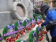 「リメンバランス・デー」で戦没者を追悼-戦後90年セレモニー開催