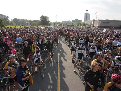 がん撲滅のためのチャリティーイベント「The Ride to Conquer Cancer」が開催され2,252人がシアトルへ向けて出発した。