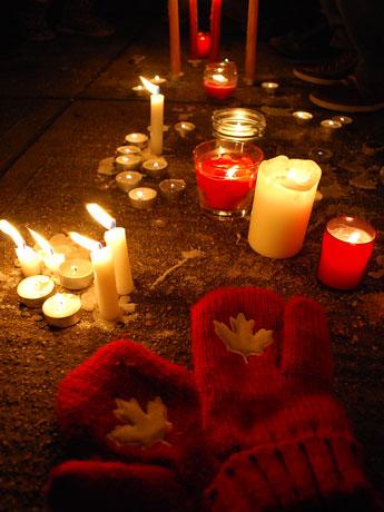 カナダから多くの人が祈りをささげる