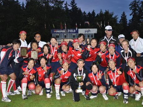 ソフトボールのカナダ杯で7月17日、日本女子代表チームもアメリカを7対0で下し優勝