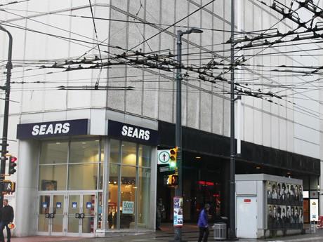 カナダの大手百貨店「Sears Canada Inc.」が10月末でバンクーバーダウンタウン店他大型店3店舗の閉店を発表した