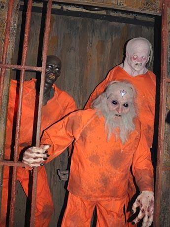 バンクーバーの名物お化け屋敷「Dunbar Haunted House」に毎夜約1000人が行列を作り恐怖を楽しんだ