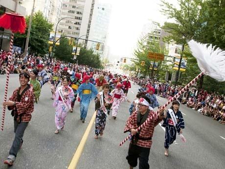 カナダ建国記念日、各地でイベント-記念パレードに日本の盆踊り ...