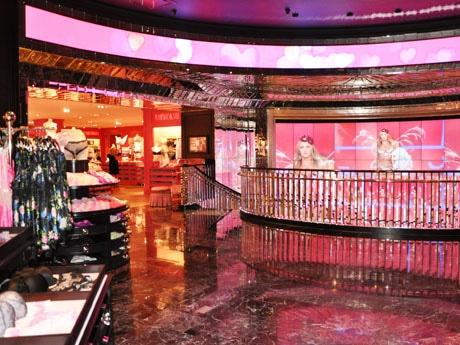 直営店の中でも世界で2番目の大きさとなるビクトリアズ・シークレット