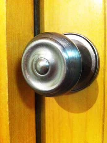 バンクーバーでは来年3月から建築物へのドアノブの設置が禁止となる